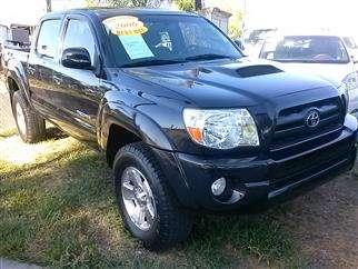 Vendo auto 2006 toyota tacoma crewcab trd neumáticos en buen estado.